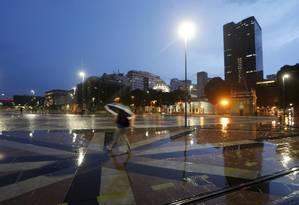 Noite com chuva na cidade do Rio Foto: Agência O Globo