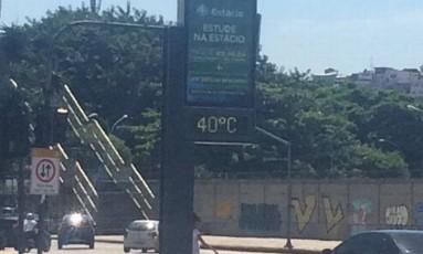 Relógio da Avenida Presidente Vargas marcou 40º, às 15h Foto: Dayana Resende