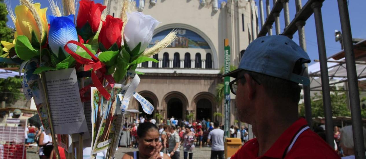 Fiéis lotam a igreja de São Sebastião, no bairro da Tijuca Foto: Uanderson Fernandes / Agência O Globo