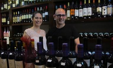 Fernanda Fernandes e Leandro Rocha, proprietários da Wine & Co. Foto: Hugo Limarque / Agência O Globo