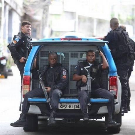 Policiais militares na Rocinha Foto: Fabiano Rocha / Agência O Globo