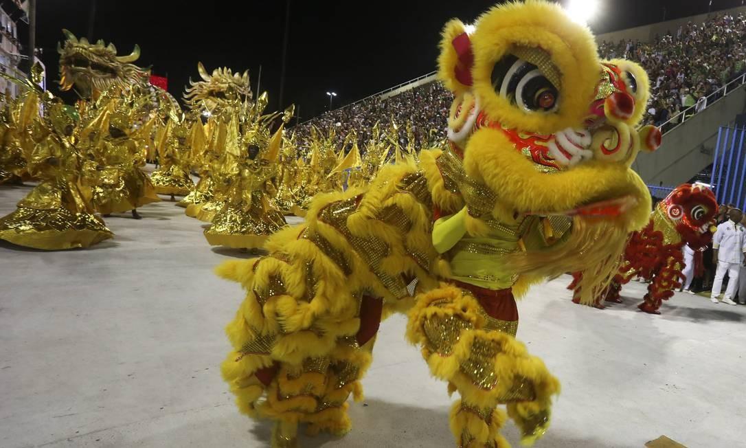 Ala do Império homenageia a Dança do Dragão, famoso espetáculo da cultura chinesa Foto: Fabiano Rocha / Agência O Globo
