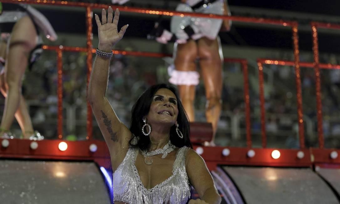 Gretchen marcou presença na Sapucaí como destaque da Grande Rio; cantora foi uma das várias artistas a se apresentar no programa de Abelardo Barbosa Foto: Guito Moreto / Agência O Globo