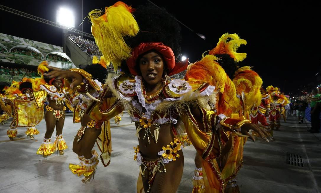 Variedade de cores também se faz presente em desfile da União da Ilha Pablo Jacob / Agência O Globo