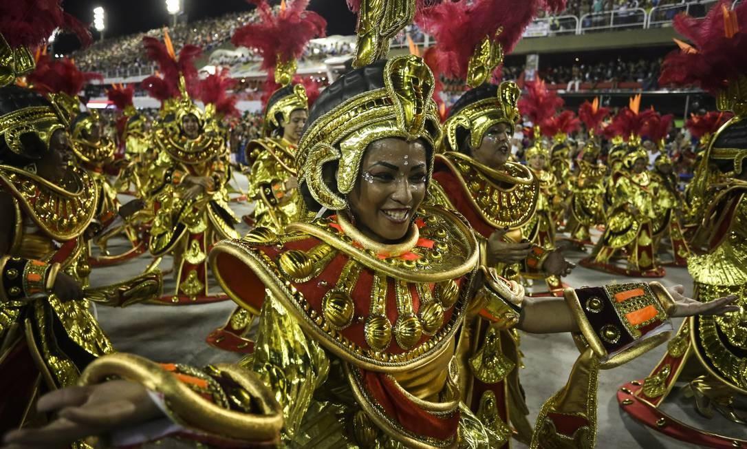 No sorriso e na resistência, mulheres incorporam enredo do Salgueiro com energia Fabiano Rocha / Agência O Globo