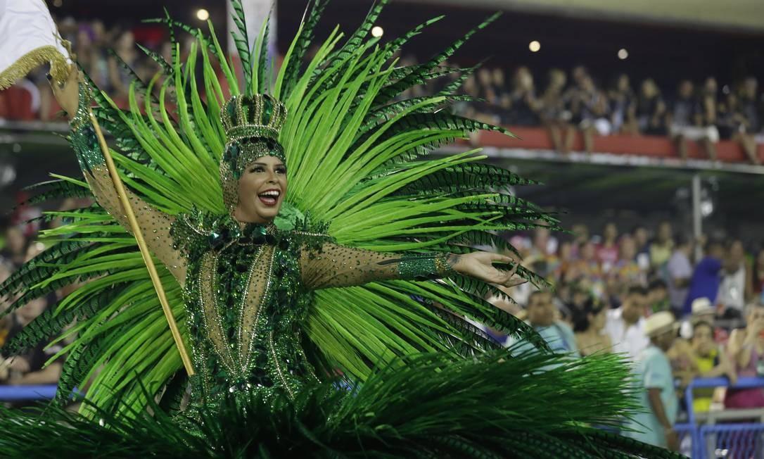 A porta-bandeira Rafaela Theodoro é a única da agremiação neste carnaval Marcelo Theobald / Agência O Globo