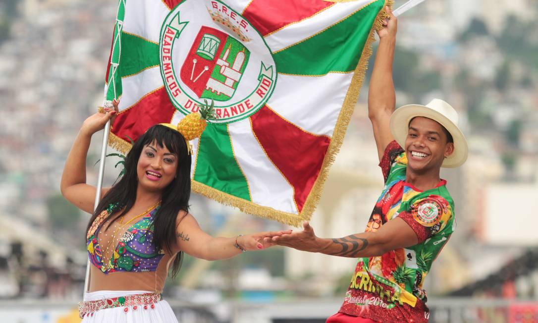 Mestre-sala e porta-bandeira da Grande Rio Foto: Fernanda Dias / Fernanda Dias