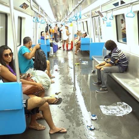 Lixo no metrô durante o carnaval de 2018 Foto: Reprodução