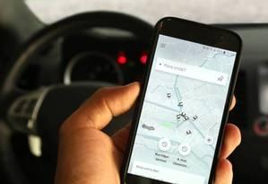 Aplicativo Uber Foto: Gustavo Azeredo/Agência O Globo