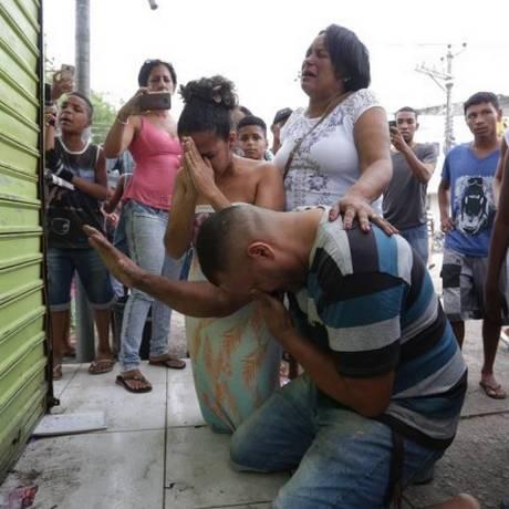 Ação da prefeitura ocorreu na sexta-feira (9) e revoltou comerciantes e moradores Foto: Marcio Alves / Agência O Globo
