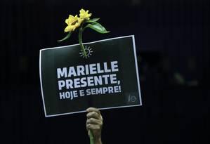 Protesto. Plenário da Câmara dos Deputados: homenagem à vereadora Marielle Franco (PSOL), assassinada no Rio Foto: Michel Filho 15/03/2018 / Agência O Globo