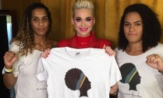 A cantora Katy Perry entre a irmã e a filha de Marielle Foto: Bernardo Araújo
