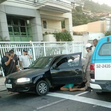 Cena do crime: Diego foi assassinado enquanto ia para casa Foto: PM / Reprodução