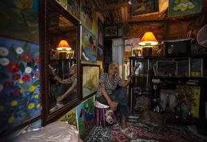 Artista de 70 anos mora na Cidade de Deus e ganhou prêmio do Ministerio da Cultura Foto: Alexandre Cassiano / Agência O Globo