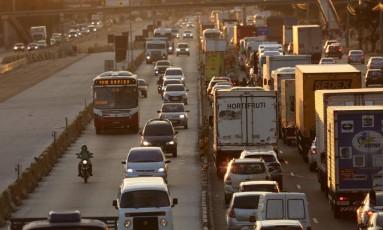 Caminho de volta para casa poderá ser mais complicado com menos ônibus nas ruas Foto: Custódio Coimbra 04/05/2018 / Agência O Globo