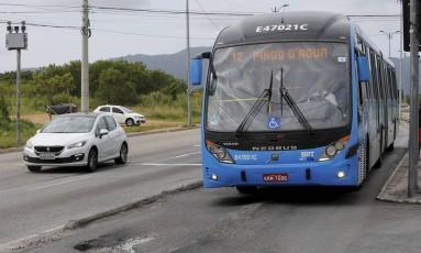 A 12 é uma das linhas expressas que voltam a circular neste domingo Foto: Domingos Peixoto / Agência O Globo
