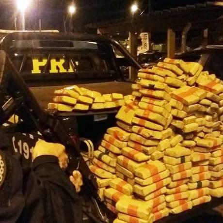 PRF apreendeu 250 kg de maconha em Petrópolis Foto: Divulgação / PRF