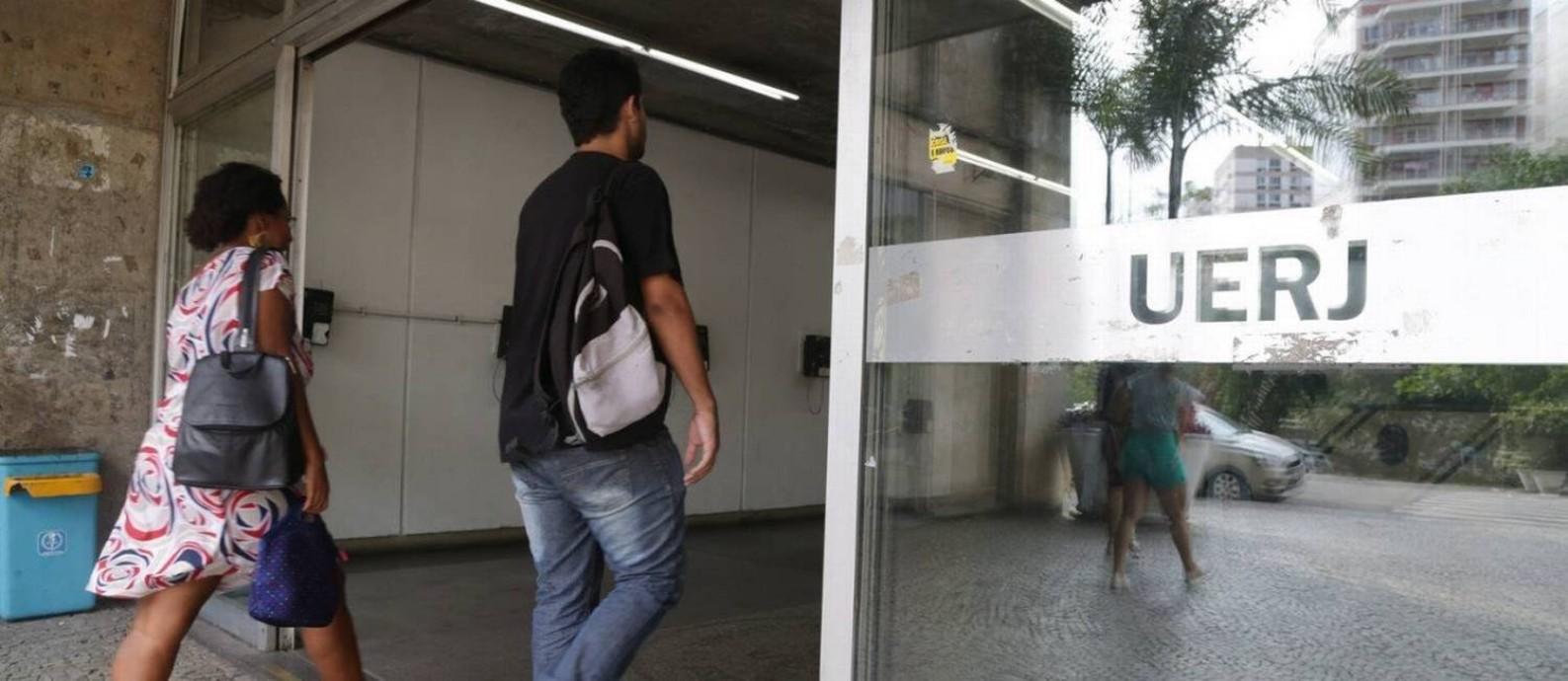 Um dos acesso à Uerj, no Maracanã: universidade já adota o sistema de cotas desde 2003 Foto: Pedro Teixeira/22-01-2018