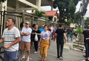 Validação de biometria forma longas filas em locais de votação do Rio Foto: Diana Figueiredo / Agência O Globo
