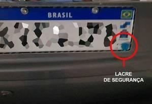 Placa no padrão Mercosul com lacre de segurança instalado antes do fim de sua obrigatoriedade Foto: Reprodução