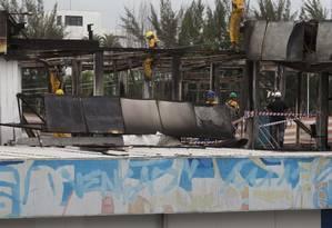 Operários trabalham na reconstrução da unidade de urgência Foto: Márcia Foletto / Agência O Globo