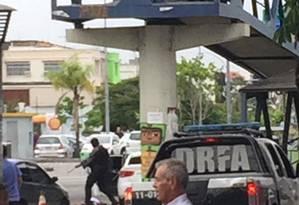 DRFA trocou tiros com criminosos na Estrada do Galeão Foto: Reprodução / redes sociais