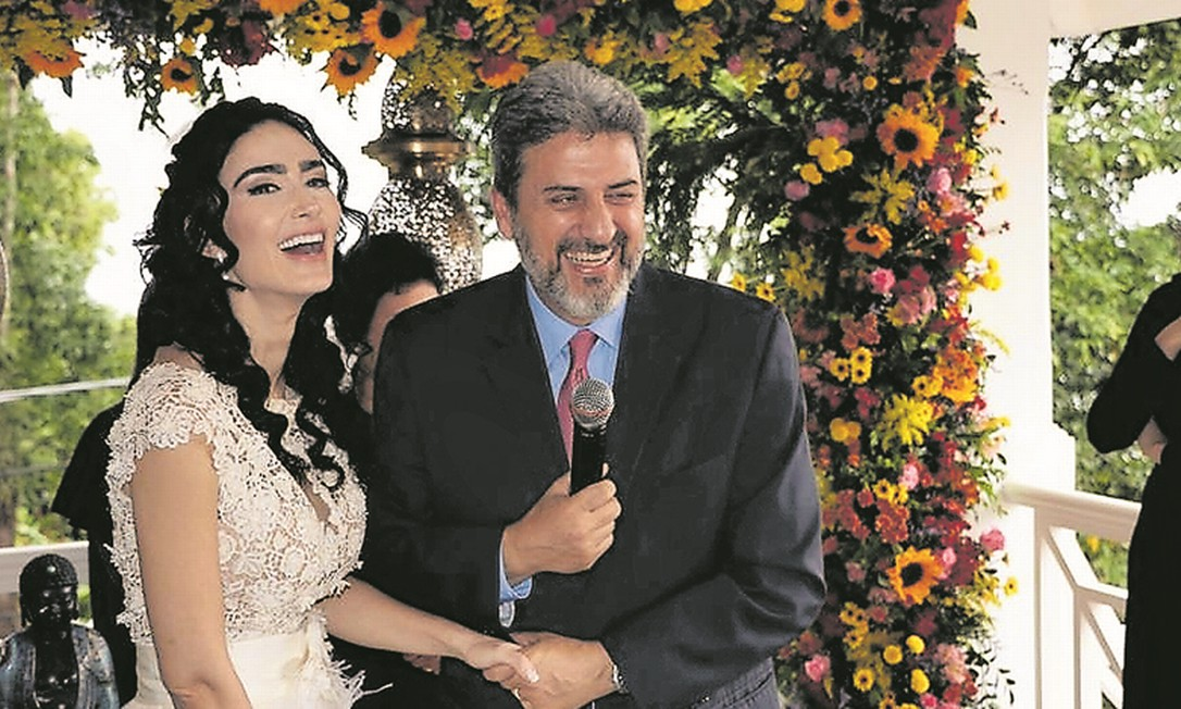 Cristiane e o ex-diplomata durante o casamento Foto: Reprodução