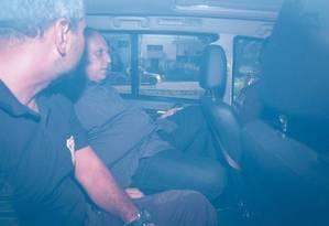 O governador Luiz Fernando Pezão, após ser preso por policiais federais Foto: Pablo Jacob / Agência O Globo