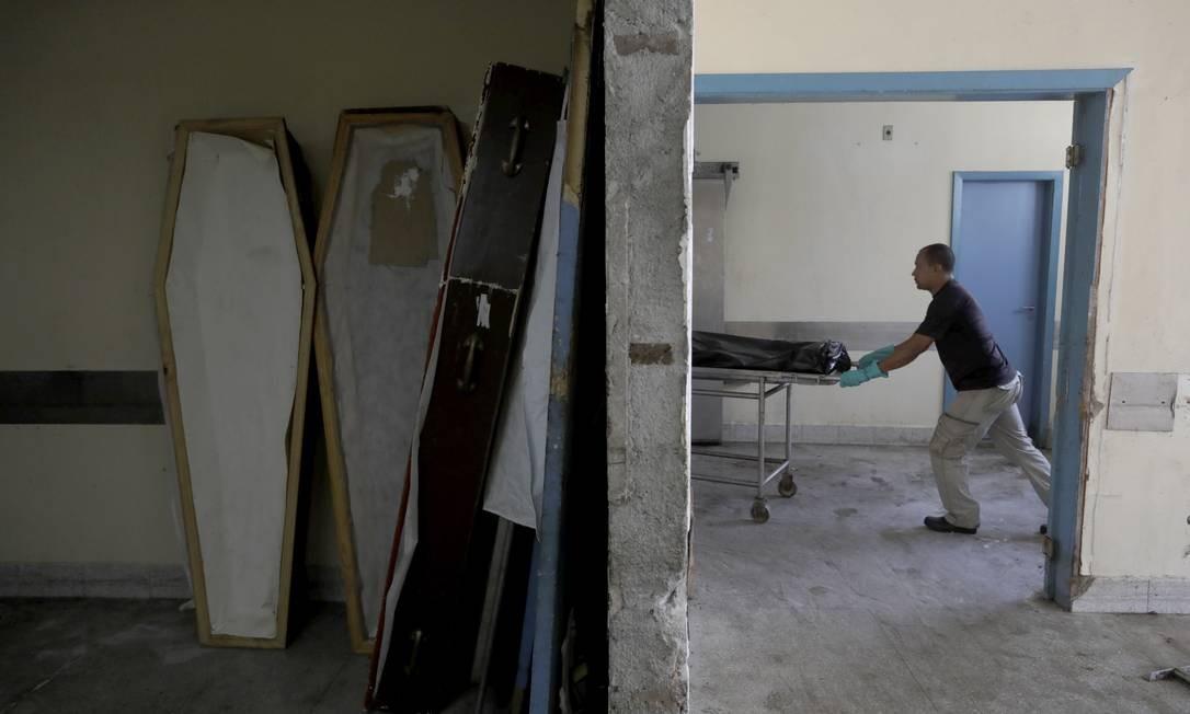 Contrato de limpeza do IML de Campo Grande acabou há dois anos Foto: Custódio Coimbra / Agência O Globo