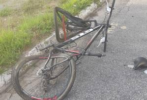 Bicicleta ficou destruída após acidente Foto: Reprodução