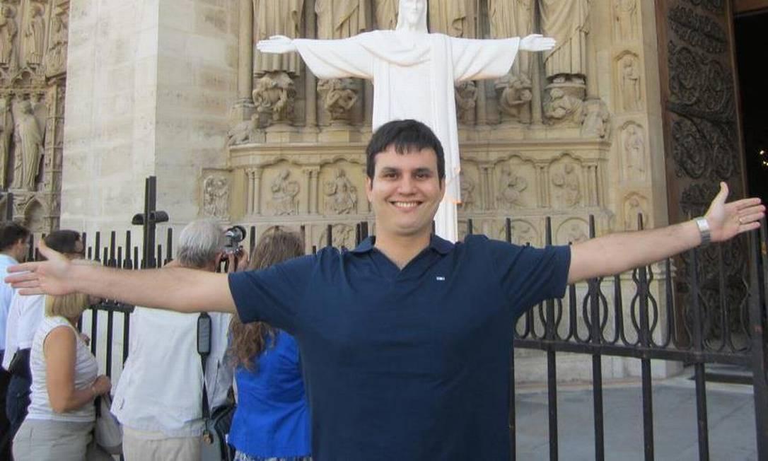 O advogado Mário Salles Pereira de Lucena, de 36 anos, está entre as vítimas Foto: Reprodução/Facebook
