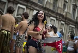 Na foto, Bianca Domingues, no Boi tolo, mas que toca em vários blocos Foto: Márcia Foletto / Agência O Globo