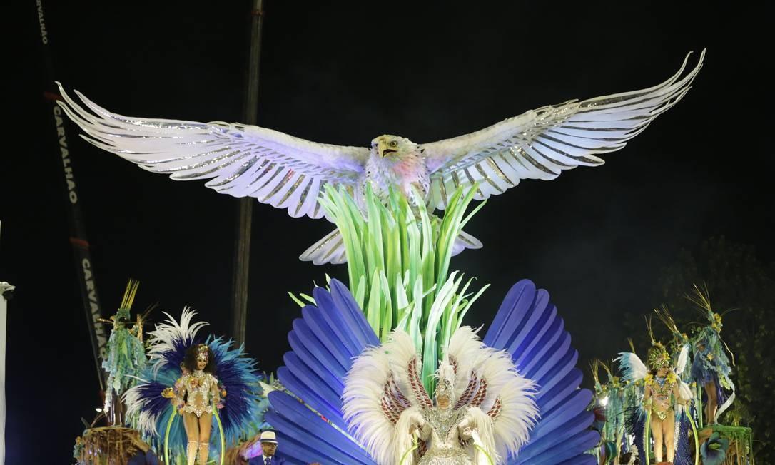 Águia não pode faltar nos desfiles da Portela Foto: Márcio Alves / Agência O Globo