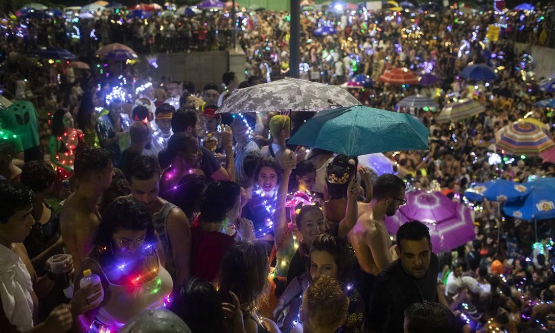 Bloco Minha Luz é de Led, na praça Marechal Âncora Foto: Gabriel Monteiro / Agência O Globo