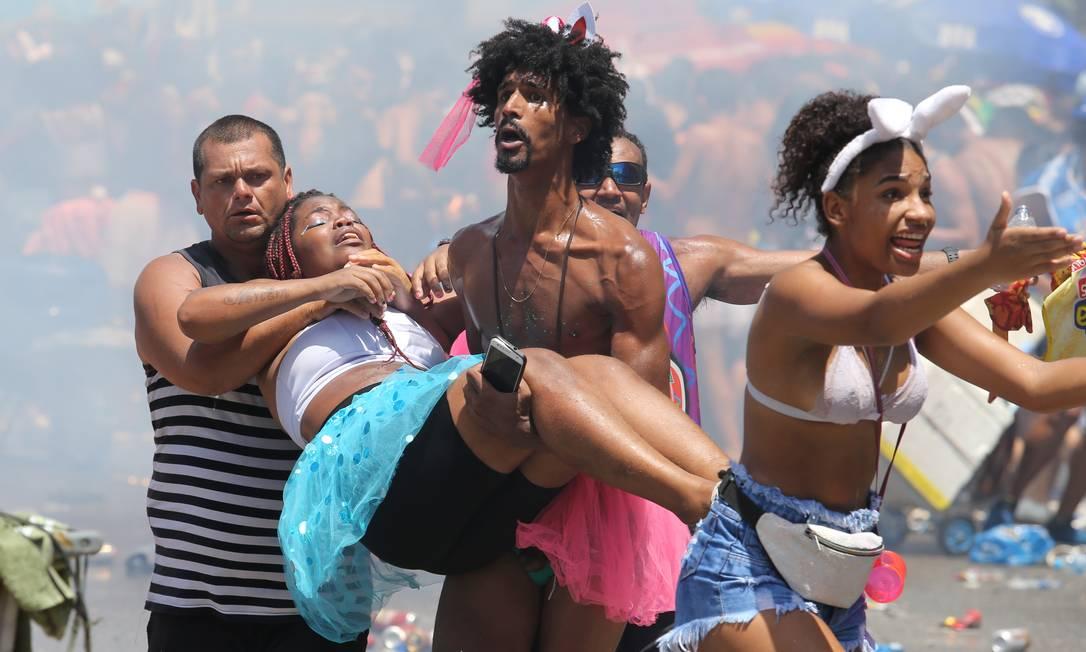 Confusão no Bloco Fervo da Lud deixou mais de 200 feridos no Rio Foto: Guilherme Pinto / Agência O Globo