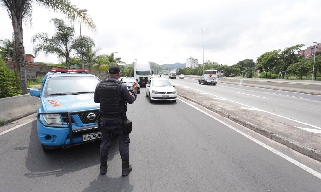 Itens checados nas operações serão os mesmos que eram verificados nos postos do Detran; operação contará com apoio da PM Foto: Márcio Alves / Agência O Globo