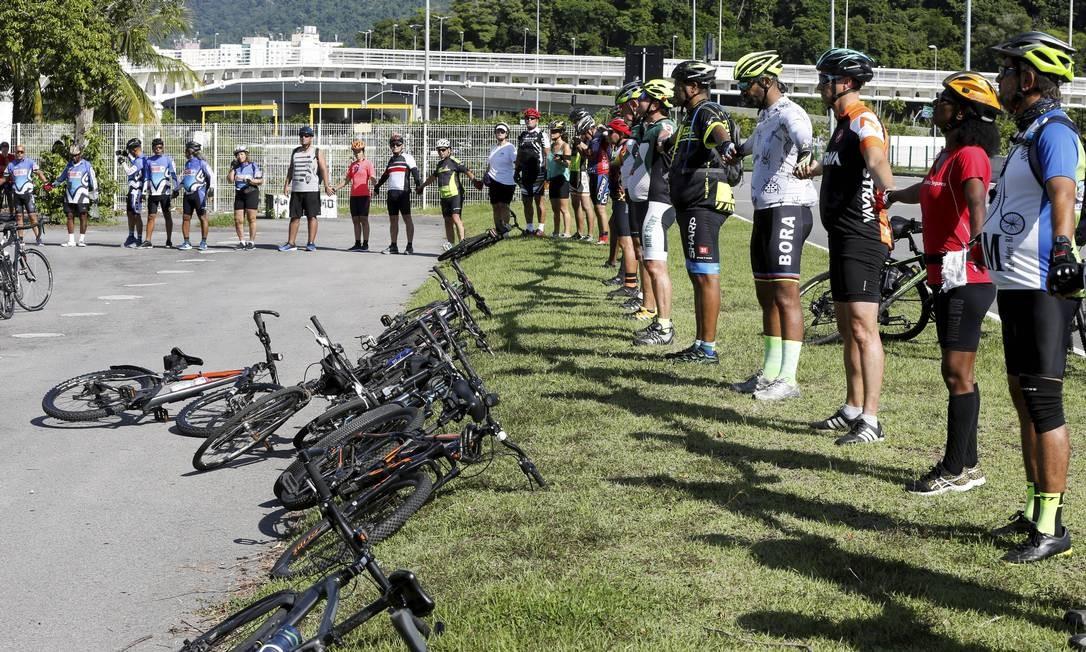 Ciclistas prestam homenagem a Artur Vinícius Soares, morto após ser atropelado por um ônibus na Barra da Tijuca Foto: Domingos Peixoto / Agência O Globo