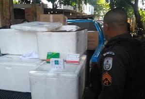 Trinta caixas de isopor foram localizadas na Vila Kennedy, na manhã deste sábado Foto: Divulgação