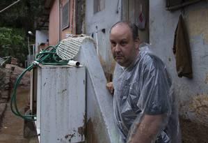 A casa de Julio de Almeida Neto, que foi socorrido por vizinhos que o auxiliaram a salvar suas duas filhas, a mãe, a avó e a tia-avó. Foto: Leo Martins / Agência O Globo
