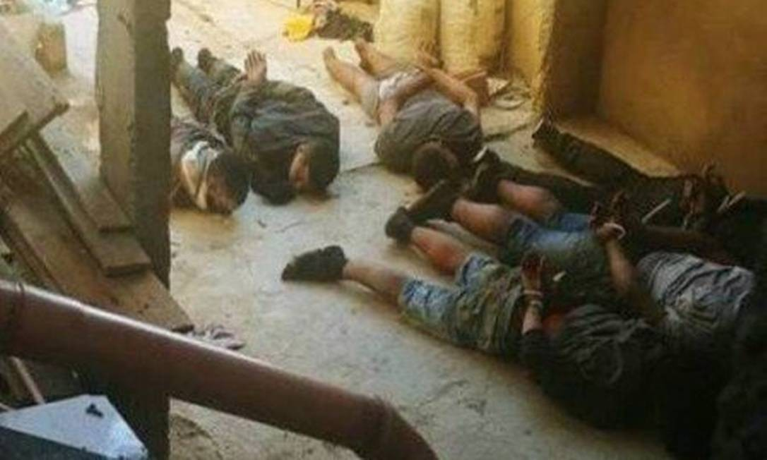 Presos que denunciaram tortura, ainda na favela Foto: Reprodução