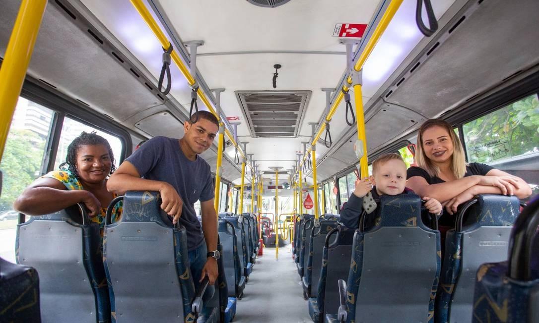 O motorista de ônibus, Thiago dos Santos Viana estava no Tunel Acústico Raphael Mascarenhas quando uma viga despencou e com seu ônibus evitou uma tragédia ainda maior Foto: Agência O Globo / Bruno Kaiuca