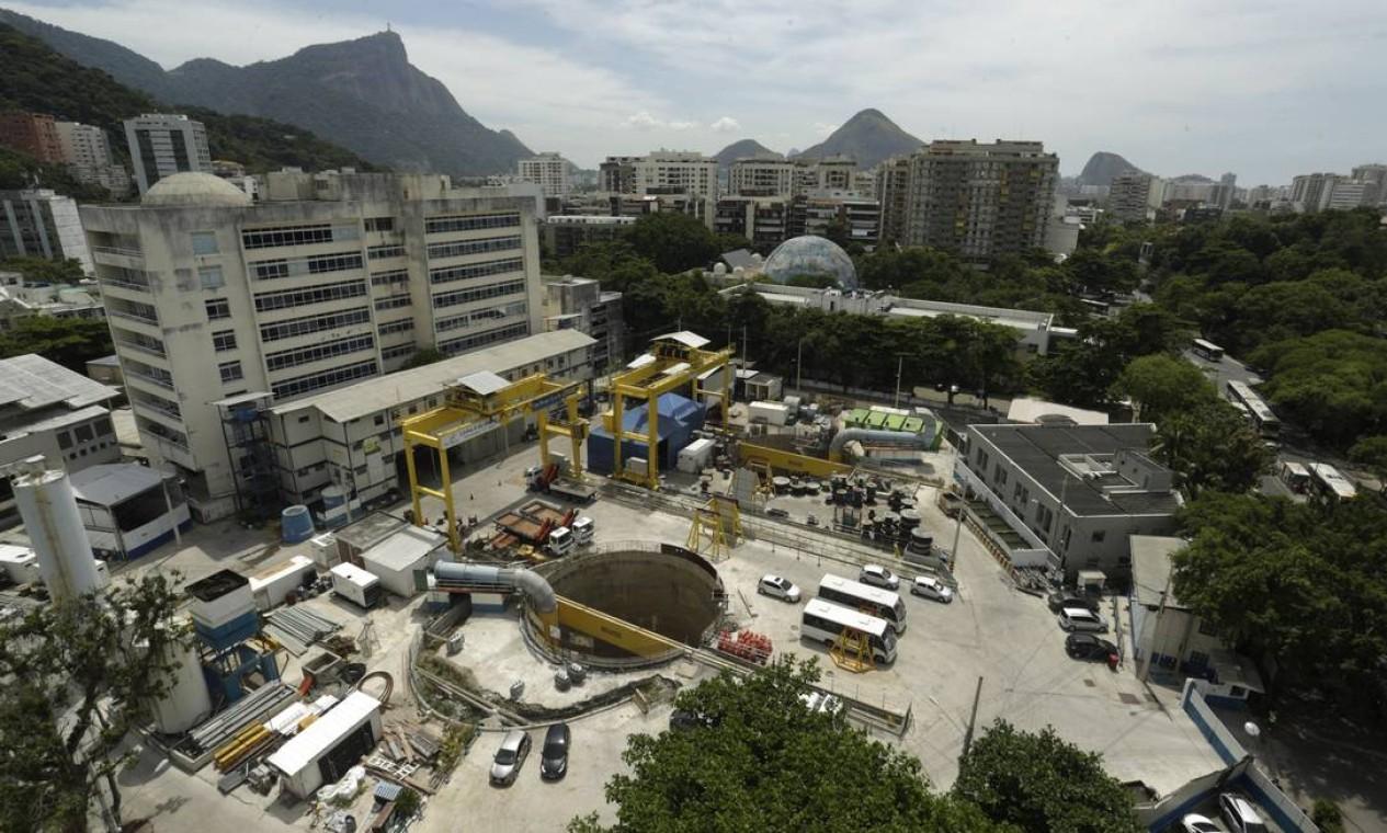 Vista das obras do Metrô da Gávea: canteiro está parado desde 2015 Foto: Gabriel de Paiva / Agência O Globo