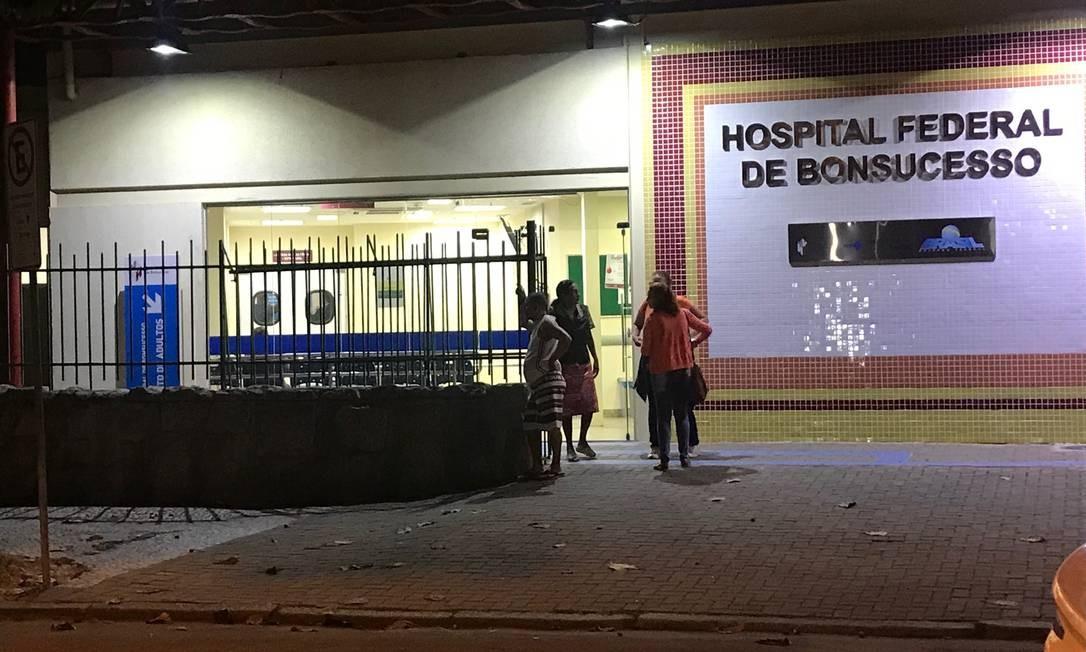 A emergência do Hospital Federal de Bonsucesso tinha apenas dois médicos na terça-feira e estava sendo esvaziada Foto: Flávia Junqueira