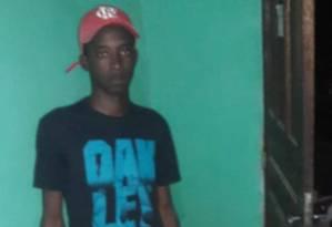Weslley Rodrigues foi preso com um radio transimissor e é acusado de ser informante do tráfico Foto: Reprodução