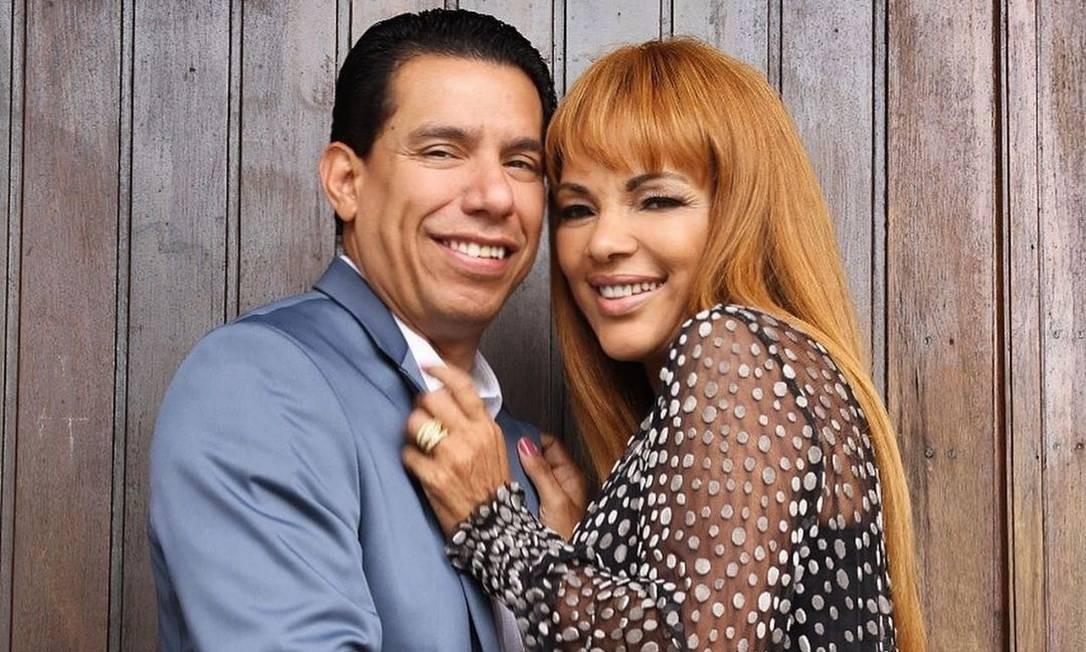 Flordelis e o marido, Anderson do Carmo de Souza, que foi assassinado a tiros dentro da casa da família, em Niterói Foto: Reprodução