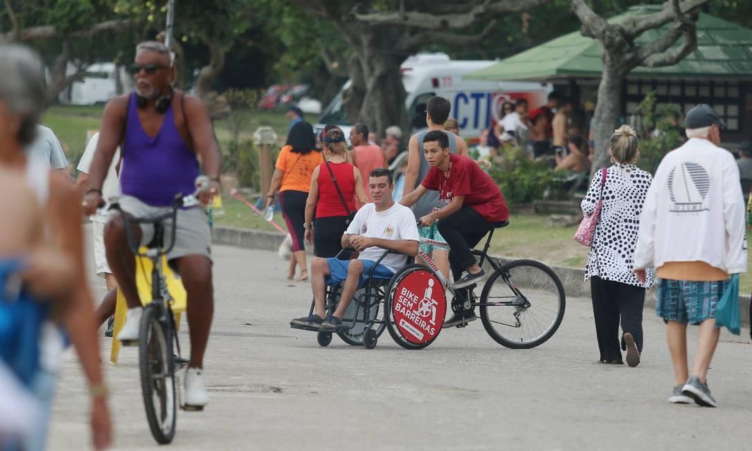 Projeto permite que pessoas com diferentes tipos de deficiência andem de bicicleta Foto: Agência O Globo/Fabiano Rocha