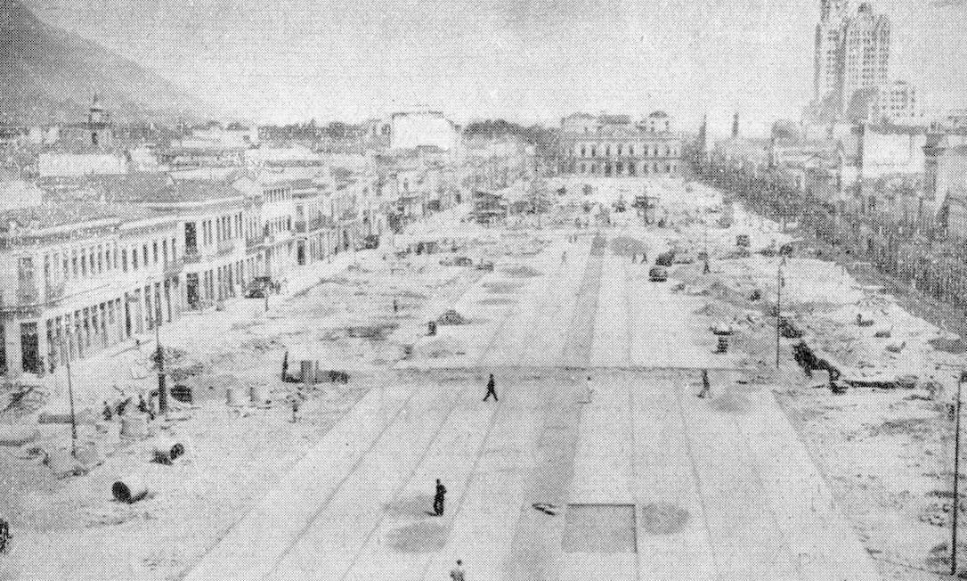 O trecho da Av Presidente Vargas, entre a Rua Uruguaiana e a Praça da República, ainda em construção Foto: Reprodução