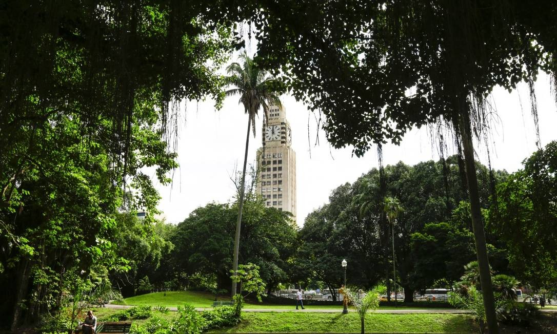 O jardim do Campo de Santana, na Avenida Presidente Vargas, é uma das poucas áreas verdes do Centro do Rio Foto: Marcos Ramos / Agência O Globo