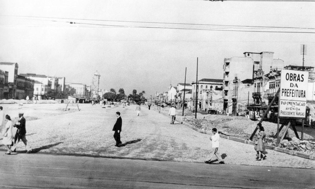 Pavimentação da Avenida Presidente Vargas ainda em obras Foto: Reprodução