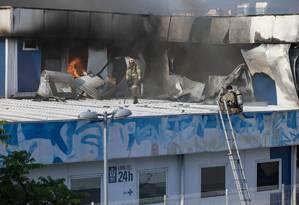 Chamas tiveram início no segundo andar do setor que funciona como uma triagem de pacientes de maior ou menor gravidade Foto: Ana Branco / Agência O Globo